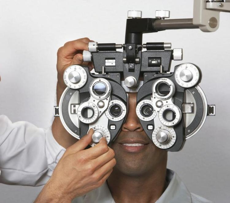 Plano optometrist in eye exam with patient